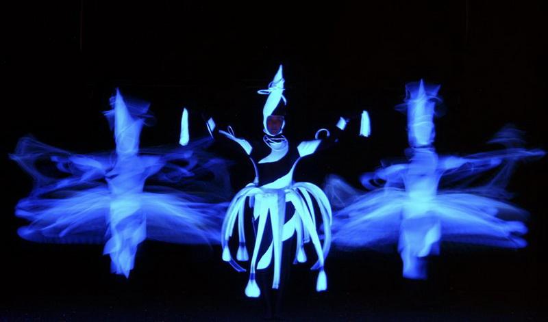 d0bd2a3f7230 Wow Show – Fekete Fényű Színház | Mary's